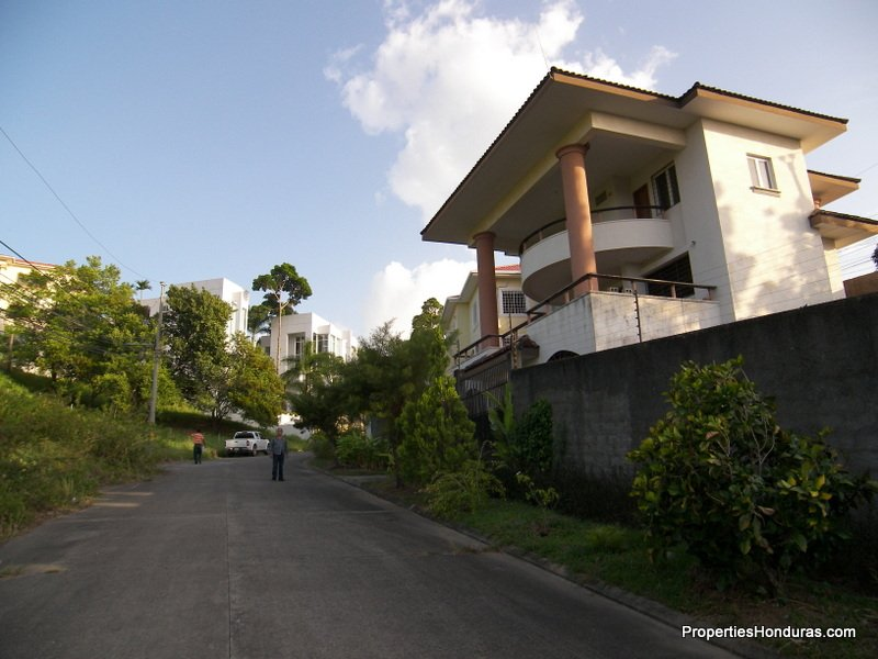 Three story house for sale honduras real estate for Three story house for sale