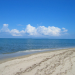 white sandy beaches and calms waters in balfate